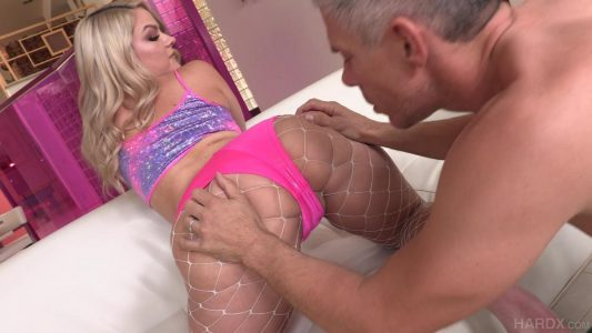 Lisey can't stop squirting from anal sex